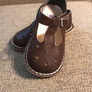 L'Amour brown T-strap